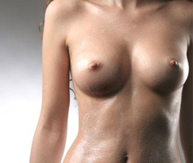 L´augmentation mammaire par prothèse et implant sans cicatrice sur les seins
